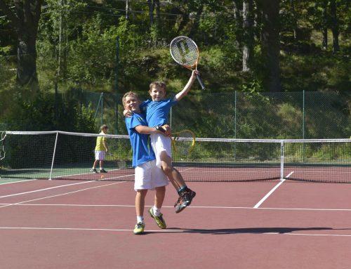 Kostnadsfria utbildningar och tävlingslicens när tennisen återstartar efter pandemin